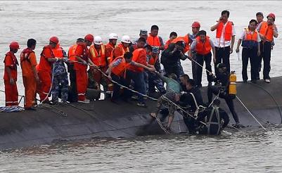 Aumentan a 434 los cadáveres rescatados del naufragio en el río Yangtsé
