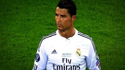 Cristiano Ronaldo se mantiene lejos de las cámaras a su llegada a Tiflis