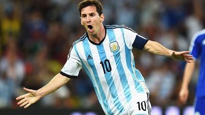 Decenas de hinchas acuden al entrenamiento de la Argentina de Messi