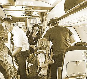 Los Jolie-Pitt viajan en clase turista