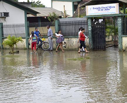 """Los vecinos de la """"pichincha"""" inundados"""