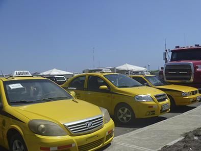 Retienen a 15 taxis ejecutivos