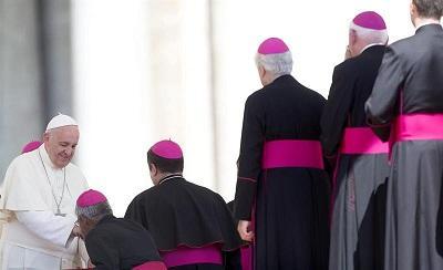 El papa Francisco aprueba procedimiento para juzgar a obispos en casos de pederastia