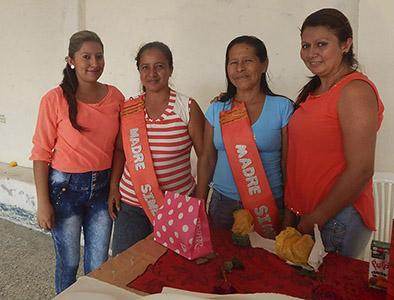 Instituciones agasajan a  las madres de parroquia