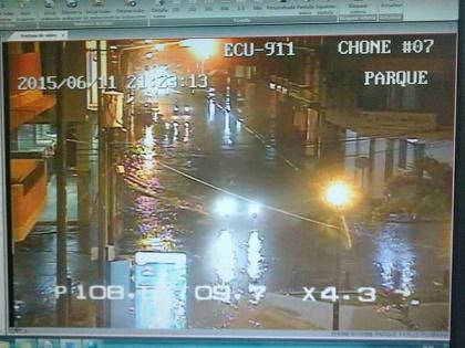 Lluvia inunda calles de Chone