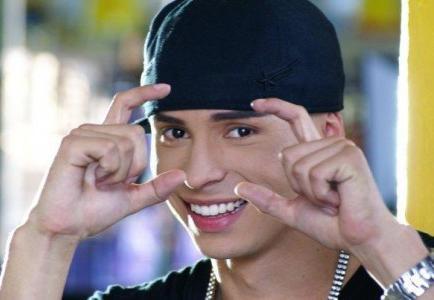 Colombiano Reykon se destaca en el reguetón con apoyo de pionero Daddy Yankee