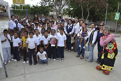 Club rotario  agasaja a 200 niños