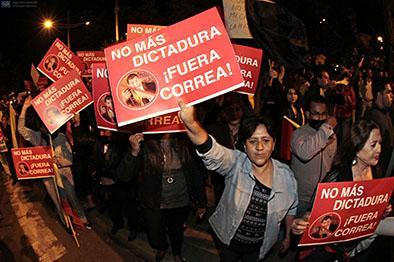 Manifestantes salen por cuarto día a las calles