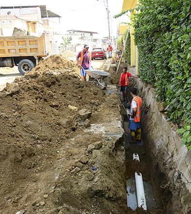 Cambian alcantarillado sanitario en calle España