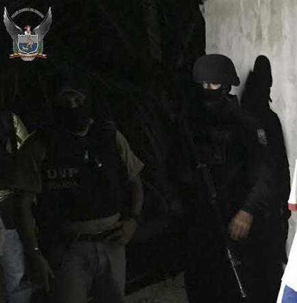 La policía detiene dos de los más buscados