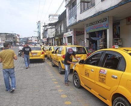 Rechazan que los taxis se estacionen