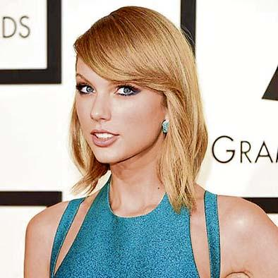 Taylor Swift sorprende  a bombero  con $15 mil