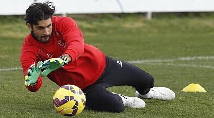 El portero argentino Mariano Barbosa no seguirá en el Sevilla