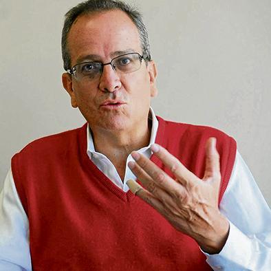 """Alberto Acosta: """"La presión popular hizo dar marcha atrás"""""""