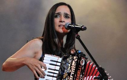 Julieta Venegas dice que su nuevo disco será 'luminoso' y 'más acústico'