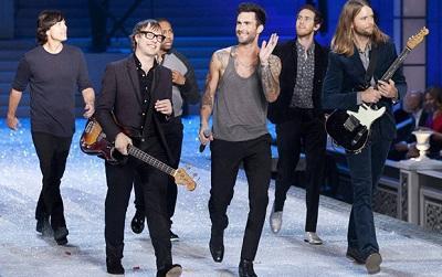 La fórmula del éxito de Maroon 5 triunfa en su primera visita a Barcelona