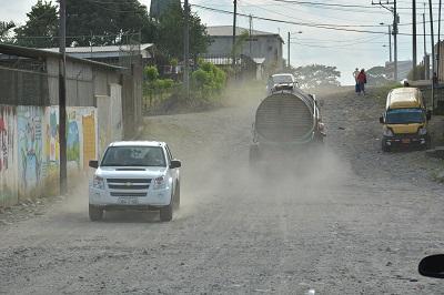 El polvo, un vecino más en el barrio Los Laureles