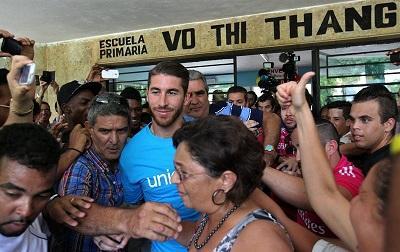 Sergio Ramos desata pasiones entre la afición en su visita a Cuba