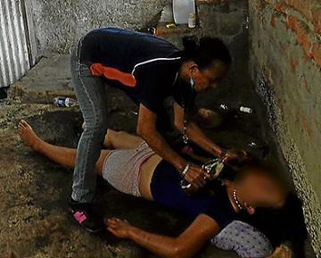 Adolescente es exorcizada por un pastor
