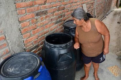 USD 1,25 el tanque, ante la falta de agua