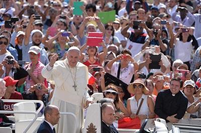 El papa llama a la responsabilidad ante un planeta que 'se está destrozando'