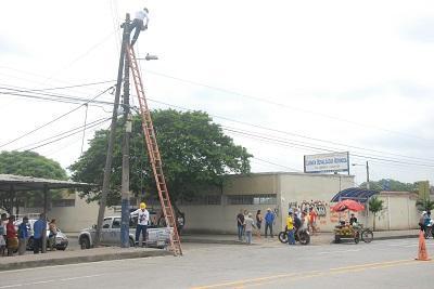 Comerciante recibe una descarga eléctrica de 13 mil voltios