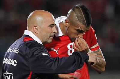Sampaoli mantiene a Vidal en la selección de Chile