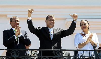 Medio centenar de ecuatorianos se manifiesta en España a favor de Correa