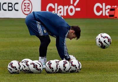 Agüero se no entrenó y Messi y Di María practicaron lanzamientos de falta