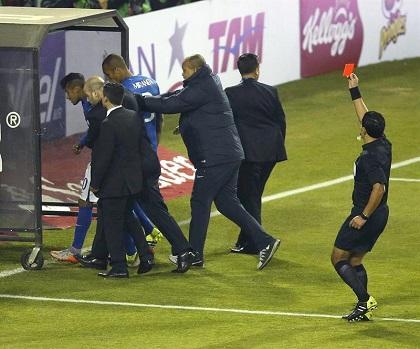 Neymar se queda sin Copa América al recibir cuatro fechas de suspensión