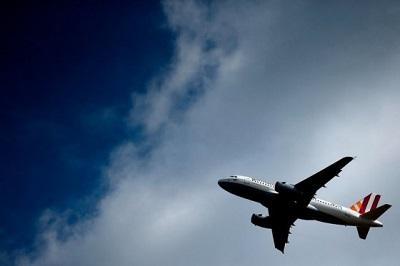 Hombre muere tras caer presuntamente desde un avión