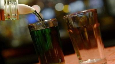 Mueren 33 personas tras ingerir alcohol adulterado en la India