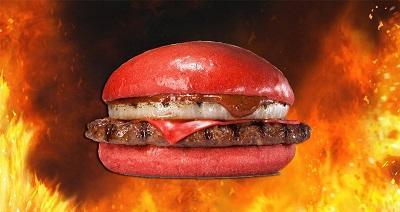 Cadena de comida rápida lanza una hamburguesa de color rojo