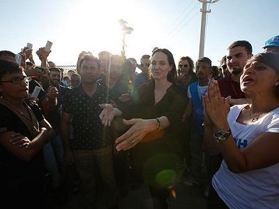 Angelina Jolie visita un campo de refugiados como embajadora de ACNUR