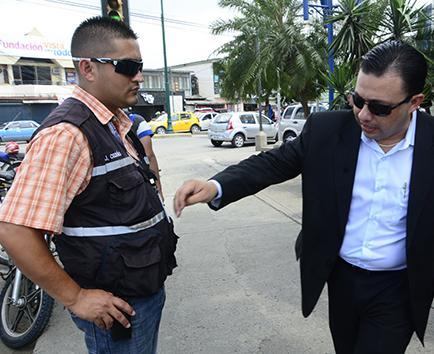 Obreros denuncian  a policías municipales