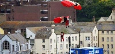Salva de morir a un compañero a quien no se le abrió el paracaídas