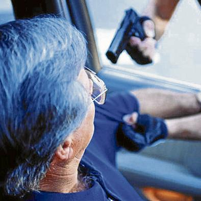 Roban taxi de la cooperativa Universitaria en Sendero Azul