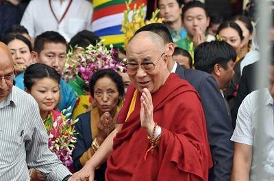 El Dalái Lama celebra su cumpleaños rodeado de la comunidad tibetana