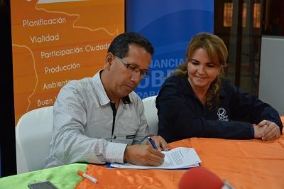 Prefectura recibe crédito para estudios de ampliación de vía Alóag-Santo Domingo