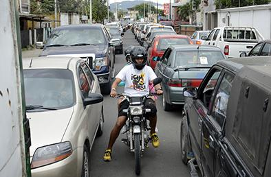 Caos vehicular por cierre de varias vías