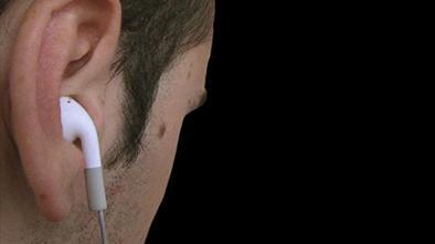No vio el  peligro por audífonos