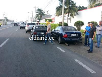 Cinco vehículos chocan en la vía Portoviejo-Manta