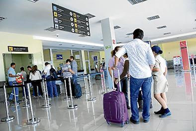 """Puerto y aeropuerto,  """"hermanos"""" por   años de promesas"""