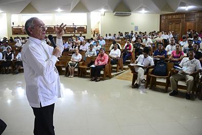 Viven jornadas de oración por el papa
