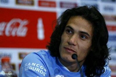 Cavani visita a su padre en una cárcel en el interior de Uruguay