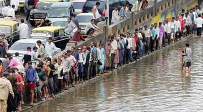 Suben a 82 los muertos por las inundaciones en la India