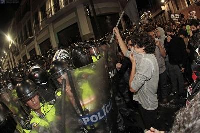 Manifestantes intentaron llegar al Palacio de Carondelet