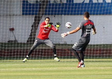 Perú completó su primer entrenamiento en Santiago a 48 horas del partido