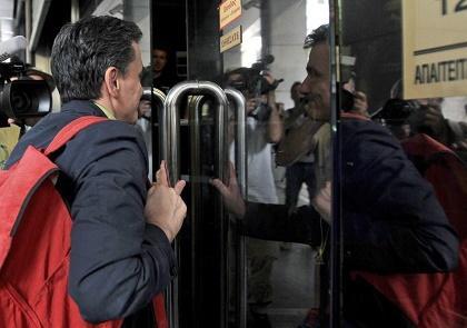 El Banco de Grecia pide el cierre de bancos y límites a retirada de depósitos