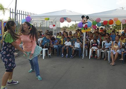 Policía festeja  a los niños